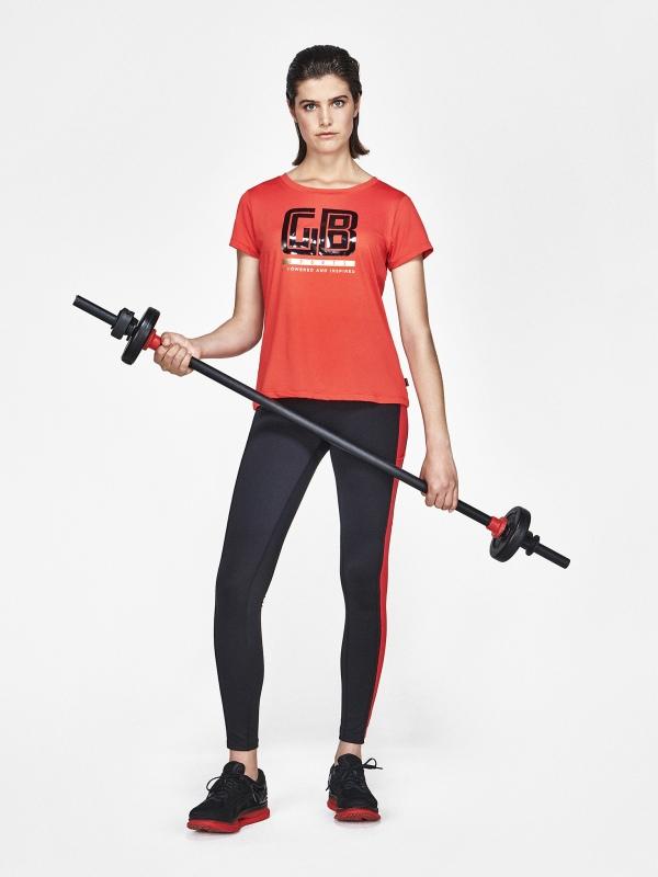 Goldbergh DOMINIK T-Shirt Farbe flame Ansicht mit Model von vorne
