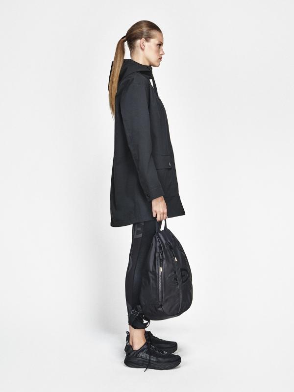 Goldbergh Odelia Jacke für Damen in schwarz, Ansicht mit Model seitlich